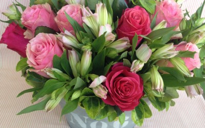 Latónde Rosas y Alstroemerias